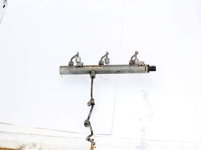 Топливная рампа Мерседес А 642 070 25 95/001 третье изображение