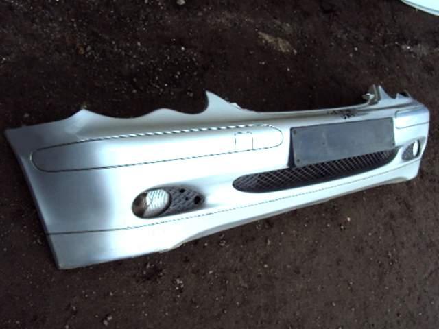 Передний бампер автомобиля Мерседес w203 2001-2006 452